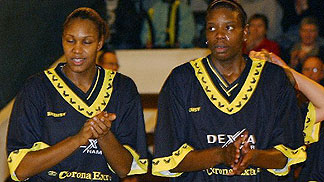 Rebekkah Brunson (left) and Nakia Sanford (Dexia Namur)